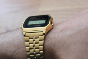 Goldene Casio Digitaluhr